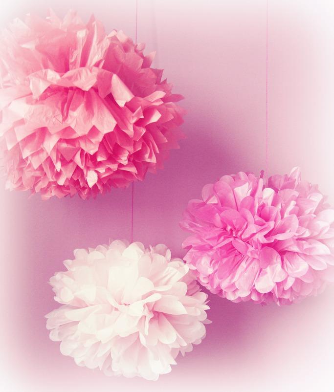 Pas mal hein ? Découvrez vite comment réaliser ces jolies fleurs en papier de soie !